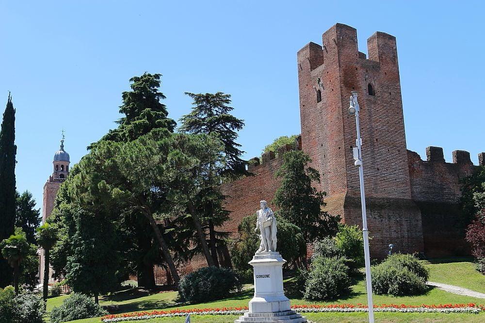 Giorgione statue Castelfranco Veneto, Middle ages and Venetian Renaissance