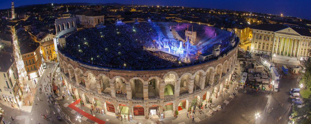 Amphithéâtre romain saison d'opéra, Vérone