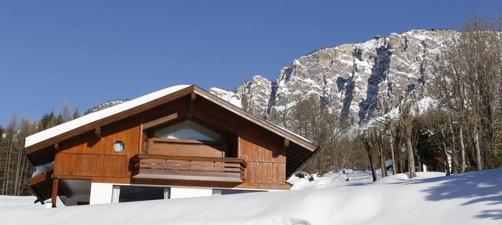Venice airport to Cortina d'Ampezzo Dolomite mountains, chauffeur service, english speaking driver private transfer