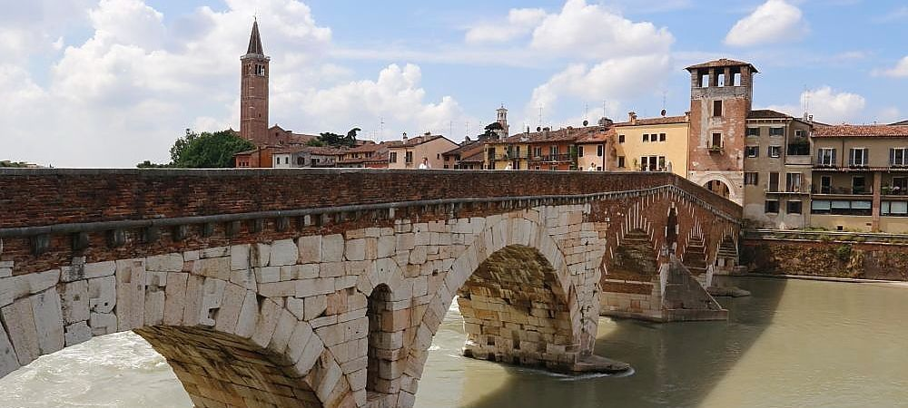 Stone bridge on the Adige river in Verona, to visit during a transfer tour from Venice to Milan with a professional English speaking driver, Pantarei Chauffeur service