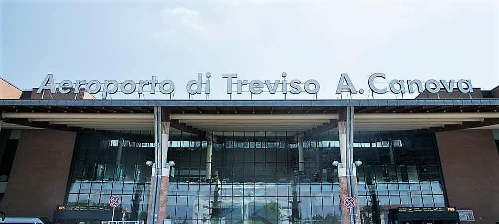 Aéroport de trévise pour Venise. Service VTC, transfert privé avec Pantarei Chauffeur service