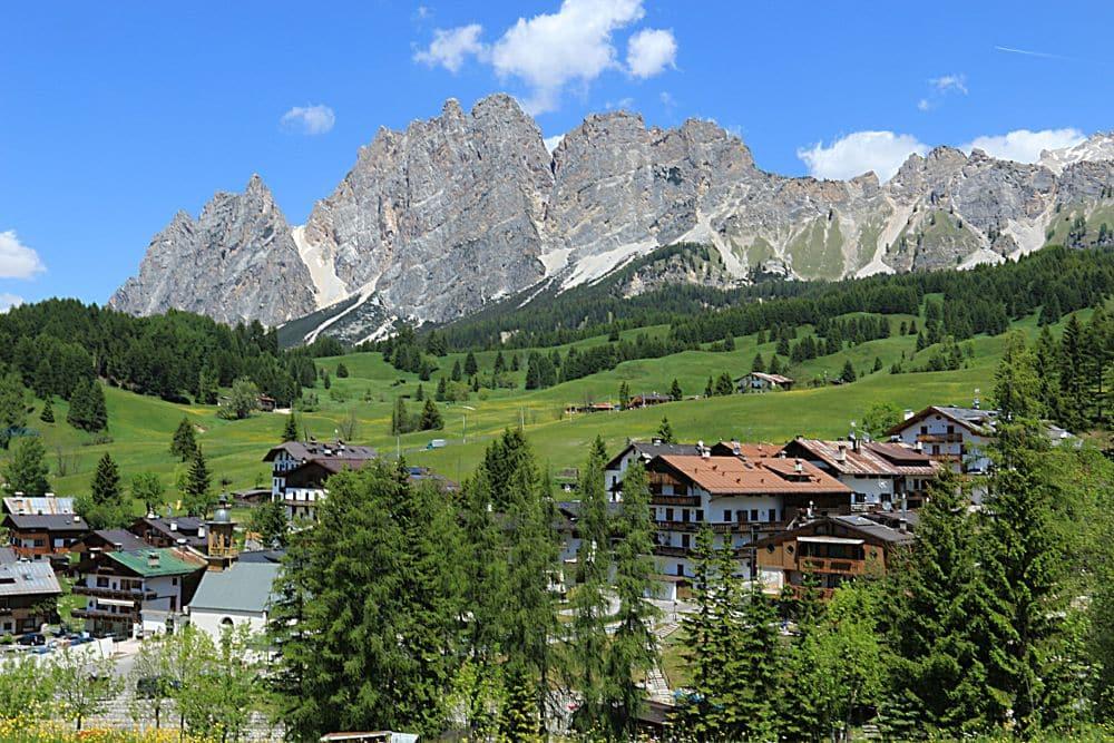 Valle di Cortina d'Ampezzo. Servizio di noleggio con conducente, transfer tour personalizzato dall'aeroporto di Venezia